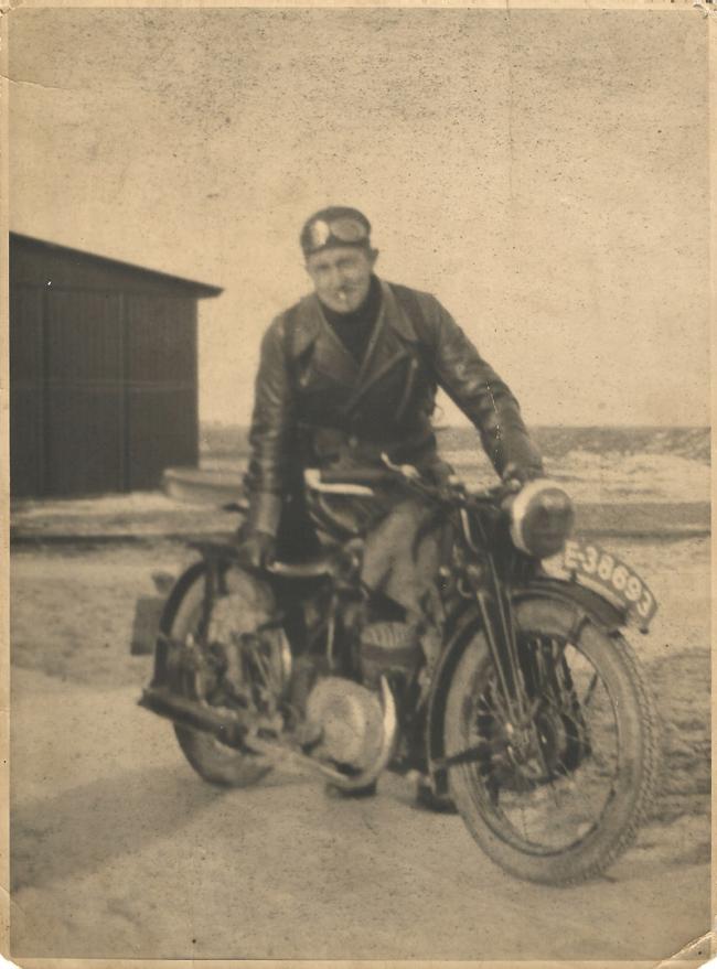 Pastoor Van Dijk, de eerste pastoor van de Noordoostpolder.
